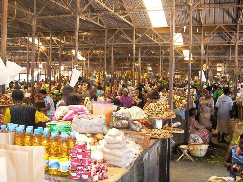 Auch in Kigali wurde Hartenbach zum Marktforscher.  | Foto: Hartenbach