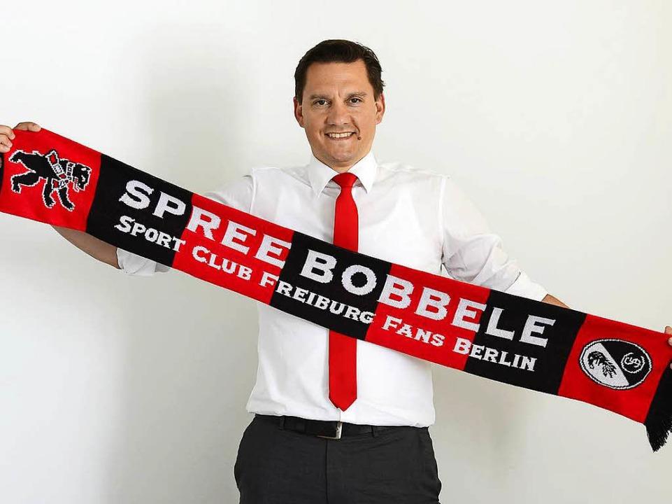 SC-Fan und Spree-Bobbele: der Bundestagsabgeordnete Johannes Fechner  | Foto: Ingo Schneider
