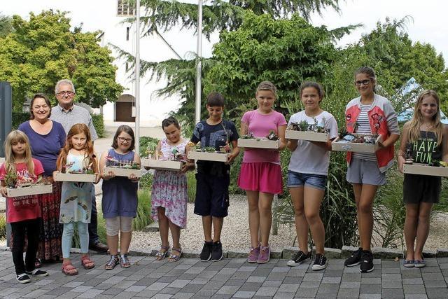 Murger Kinder gestalten schöne Miniaturgärten
