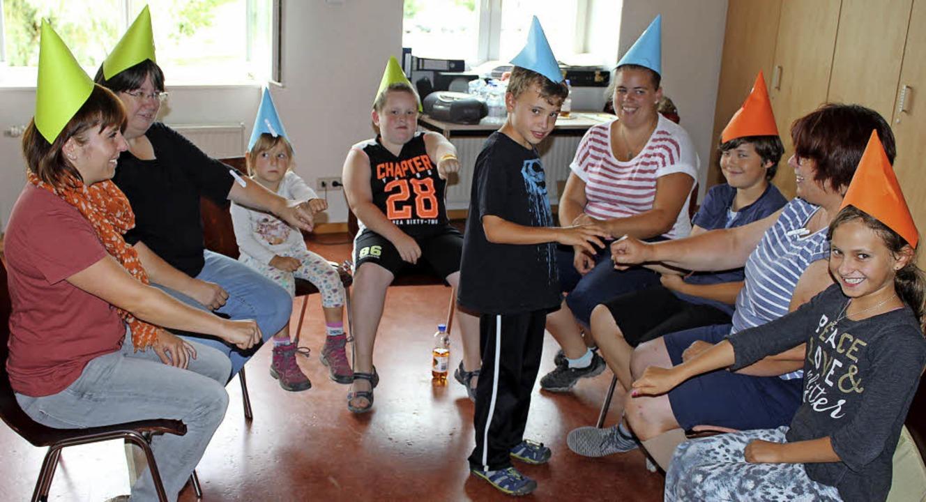 Spielenachmittag der Heimat- und Trach...pe in Gottenheim mit lebenden Figuren   | Foto: Mario Schöneberg