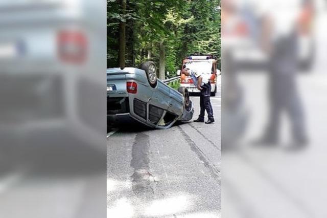 Auto rutscht 40 Meter auf dem Dach