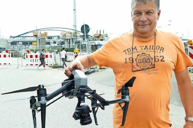 Matthias Oettel überwacht Dreizack-Baustelle am Weiler Bahnhof mit einer Drohne
