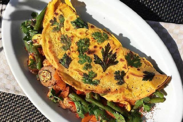 Vegetarische Pfannkuchen aus Kichererbsen sind köstlich