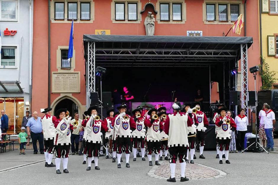 Der Fanfarenzug vor dem Maienländer Tor (Foto: Martin Wunderle)