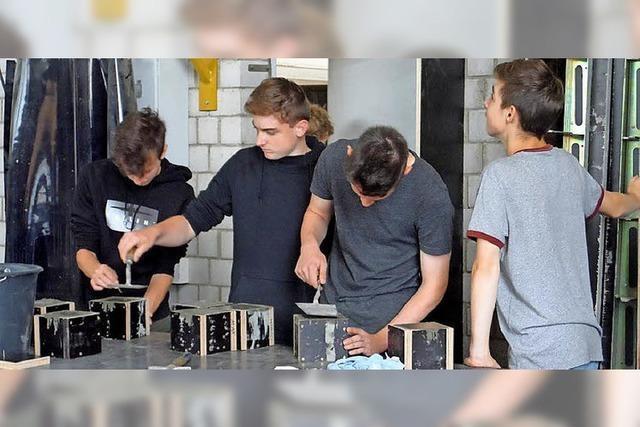 Ausbildungslotsen begleiten Schüler in Betriebe