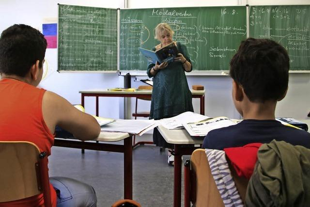 13 junge Neuankömmlinge lernen Deutsch