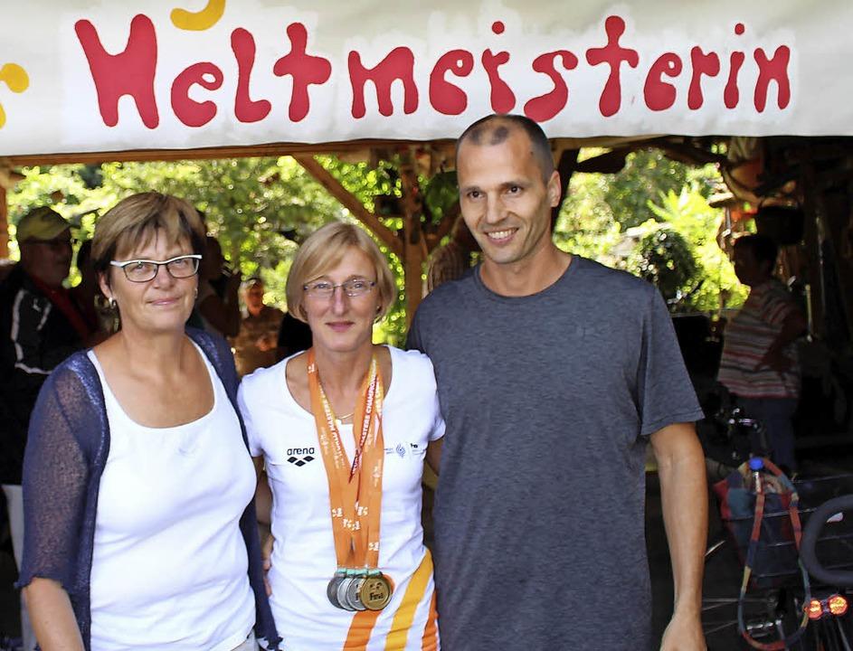 Die frischgebackene Weltmeisterin Susa...orsitzenden des SSVL, Steffen Sander.   | Foto: Axel Reibel