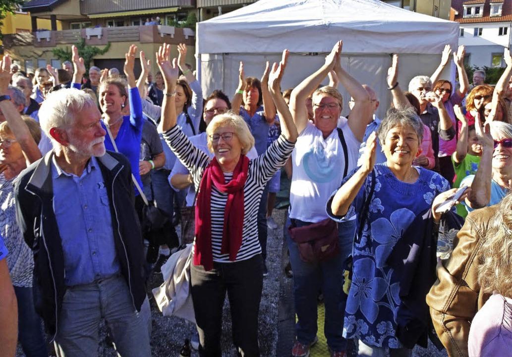 Auf dem alten Festhallenplatz ging das Publikum begeistert mit.     Foto: Rainer Bombardi