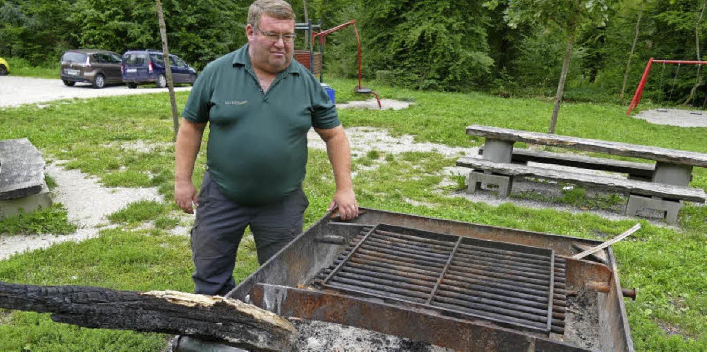 Für Forstrevierleiter Thomas Hirner st...ar beim Einsatz für die Erholung dar.   | Foto: Ingrid Böhm-Jacob
