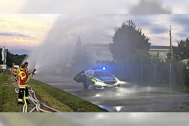 Feuerwehr sorgt für Regenguss