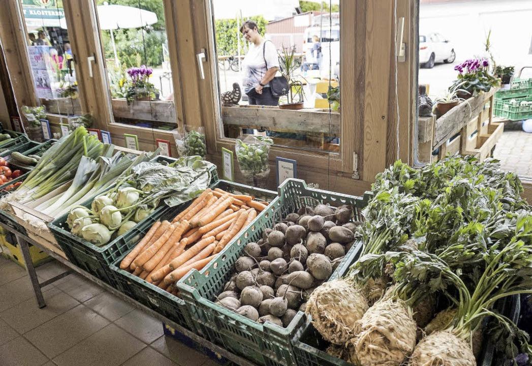 Auch  Gemüse wird auf dem Hof angeboten.  | Foto: Steckmeister