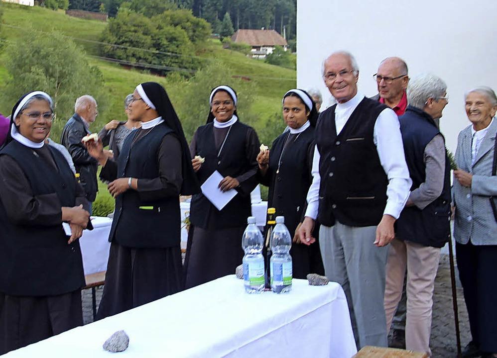 Auf den Gottesdienst mit Kräutersegnun...mit den Besuchern des Gottesddienstes.  | Foto: Rolf-Dieter Kanmacher