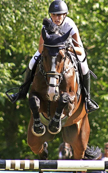 Annette Bächle (RC Gundelfingen) auf Q...ei-Sterne-M-Springen mit Siegerrunde.     Foto: Anita Birkenhofer