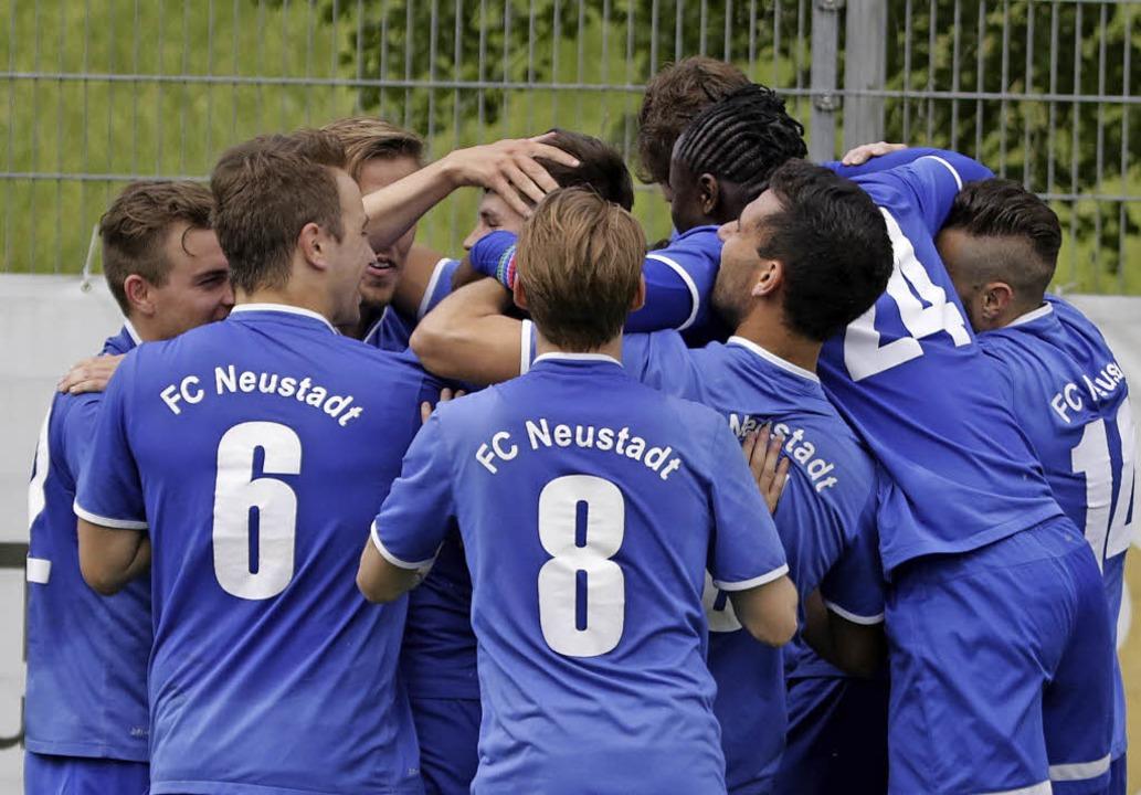 Warum sollen sie  nicht jubeln? Ein bi...sieger FC Rielasingen-Arlen erwartet.     Foto: hecht