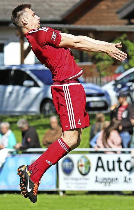 <BZ-FotoAnlauf>Verbandsliga:</BZ-FotoA...gen ist wohl nicht schwerer verletzt.   | Foto: Geiger