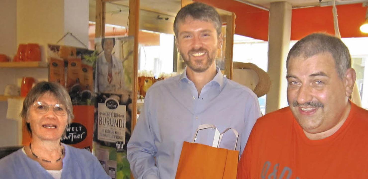 Besuch im Weltladen Cabanja: (von link... Jonas Hoffmann und  Rainer Sütterle.   | Foto: SPD-Ortsverband Zell