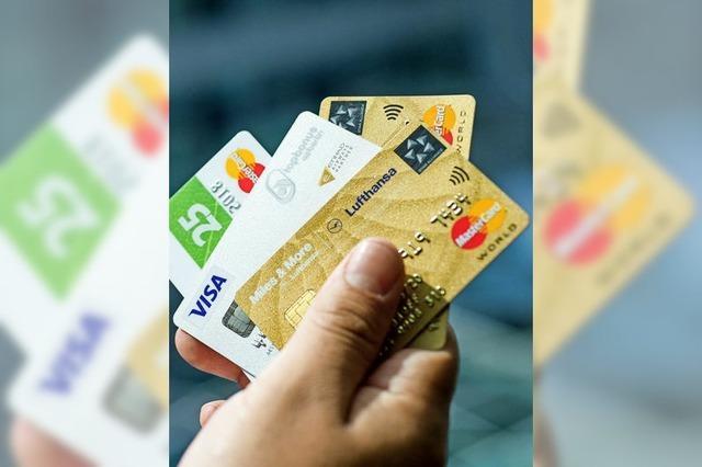 Verbraucherschützer raten zur Vorsicht bei Kreditkarten-Angeboten