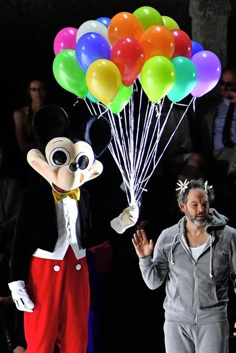 Luftballons für Lear (Gerald Finley, rechts)   | Foto: dpa