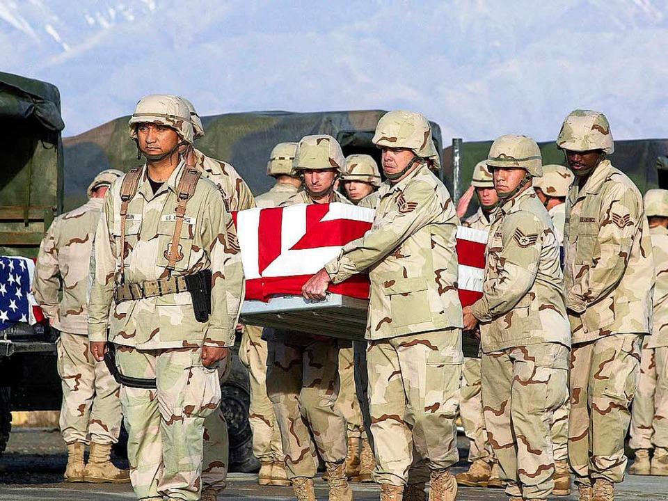 Seit fast  16 Jahren versucht eine von...enen Kameraden im afghanischen Bagram.  | Foto: AFP