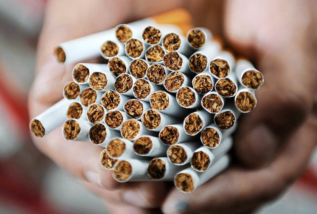 14.000 gefälschte Zigaretten fanden Zöllner bei Weil am Rhein (Symbolbild).  | Foto: dpa