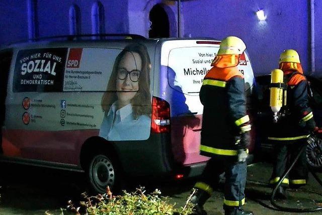Unbekannte zünden Fahrzeuge von SPD-Politikerin an