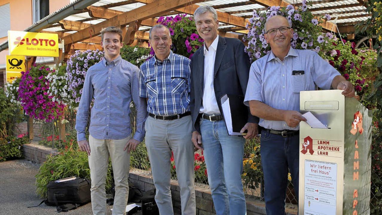 Am Briefkasten-Standort in Sulz in der...khardt, Hermann Hauer und  Rolf Mauch     Foto: Christoph Breithaupt