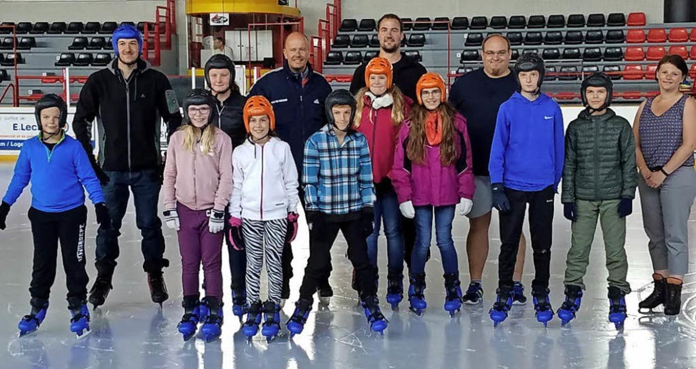 Teilnehmer des Breisacher Sommercamps besuchten die Eishalle in Colmar.  | Foto: Privat