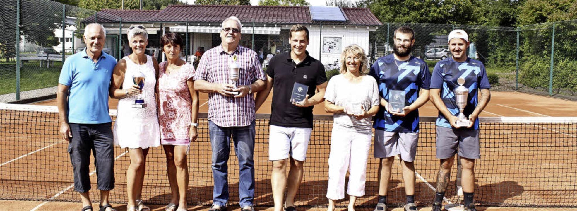 Der Sportwart und die Vereinsmeister 2...asa Trcovic (es fehlt Bernd Kessler).     Foto: ZVG