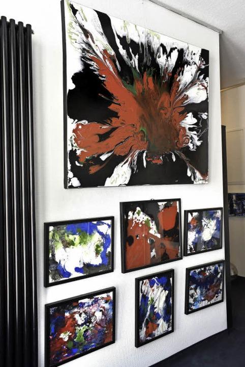 Einige seiner neuesten Gemälde  | Foto: Thomas Kunz