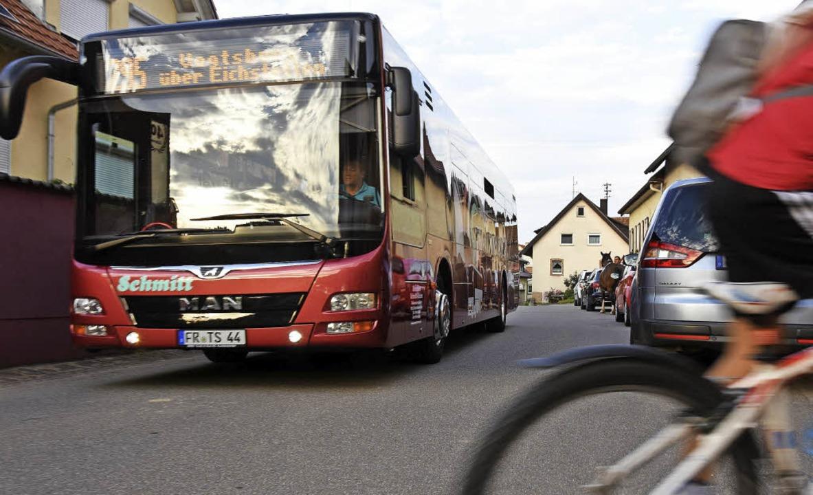 Wo  ganze Kolonnen von Fahrzeugen park...umal wenn hier Linienbusse verkehren.     Foto: jonas hirt