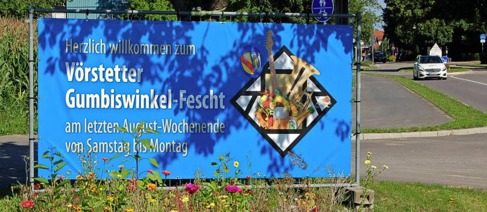 Wer nach Vörstetten kommt, sieht gleic...nende wieder Gumbiswinkel-Fescht ist.   | Foto: Christian Ringwald