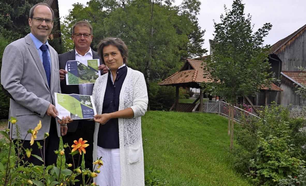 Gesundheitsangebote in einem Gesundhei...und Cornelia Dziedzina-Langrock (v.l.)    Foto: Jutta Schütz