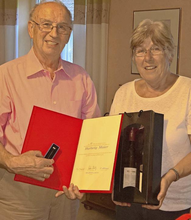 <BZ-FotoAnlauf>Auszeichnung: </BZ-Foto...in der SPD von Helga Althauser geehrt.  | Foto: Kanmacher