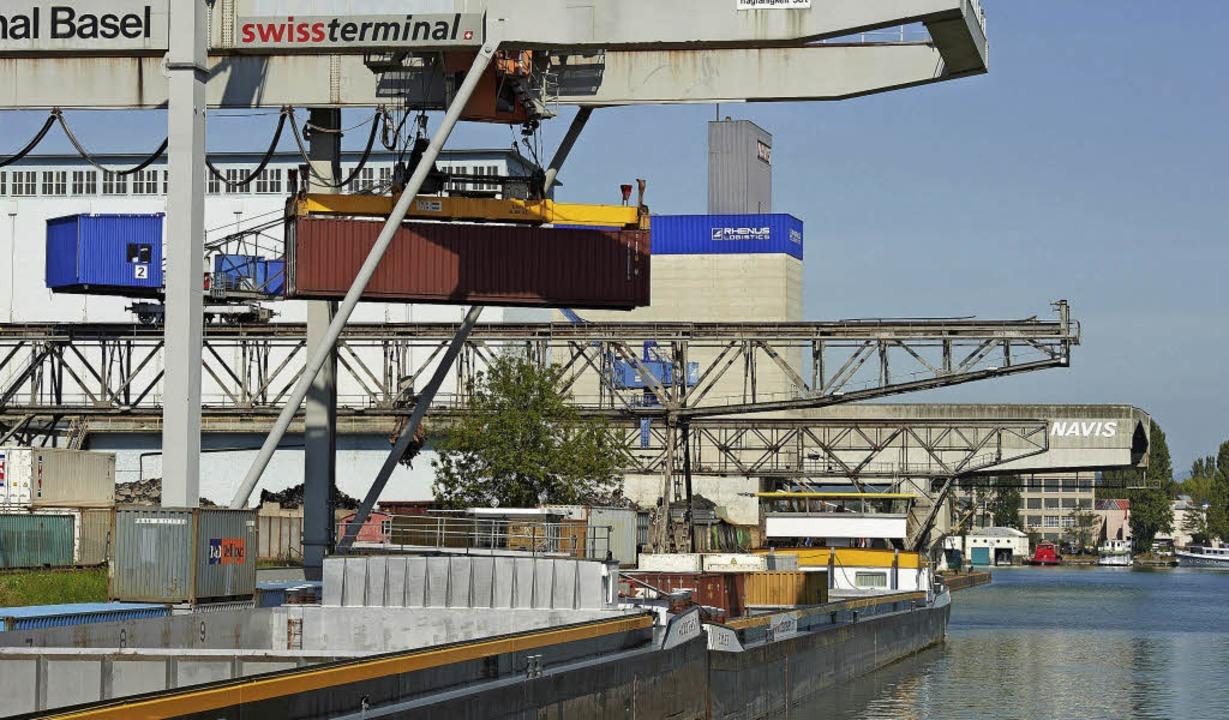 Die Sperrung der Bahnlinie bei Rastatt... Rheinhäfen in steigender  Nachfrage.   | Foto: Marc Eggimann