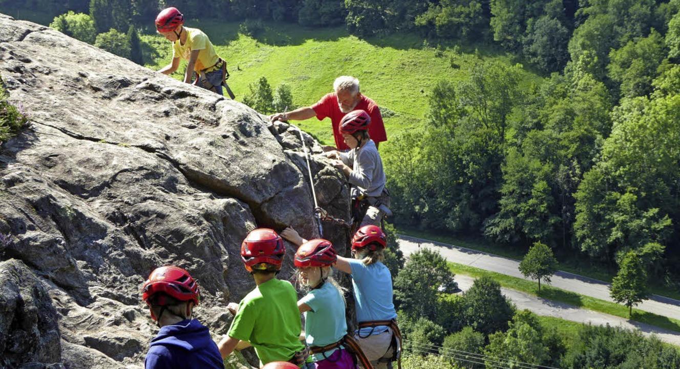 <BZ-FotoAnlauf>Minseln:</BZ-FotoAnlauf...ramm auf dem Kletterfelsen in Todtnau     Foto: Veranstalter