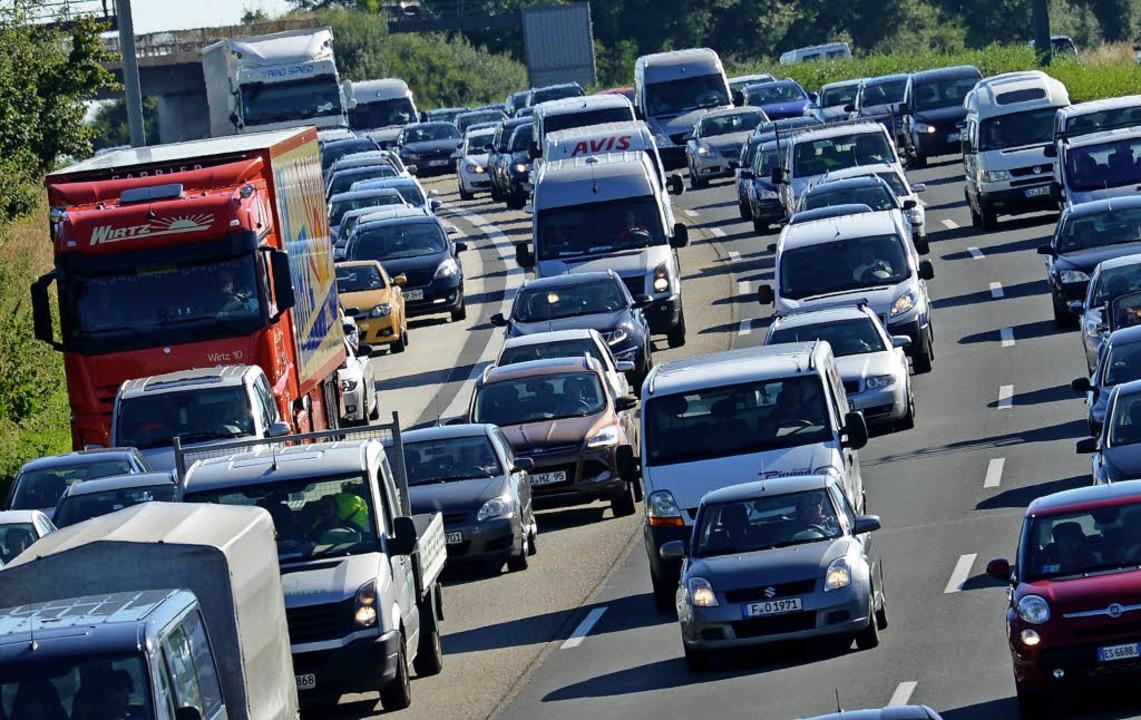 Der Autobahnausbau in der Bundesrepubl...chteiligt fühlt und Geldprobleme hat.     Foto: DPA