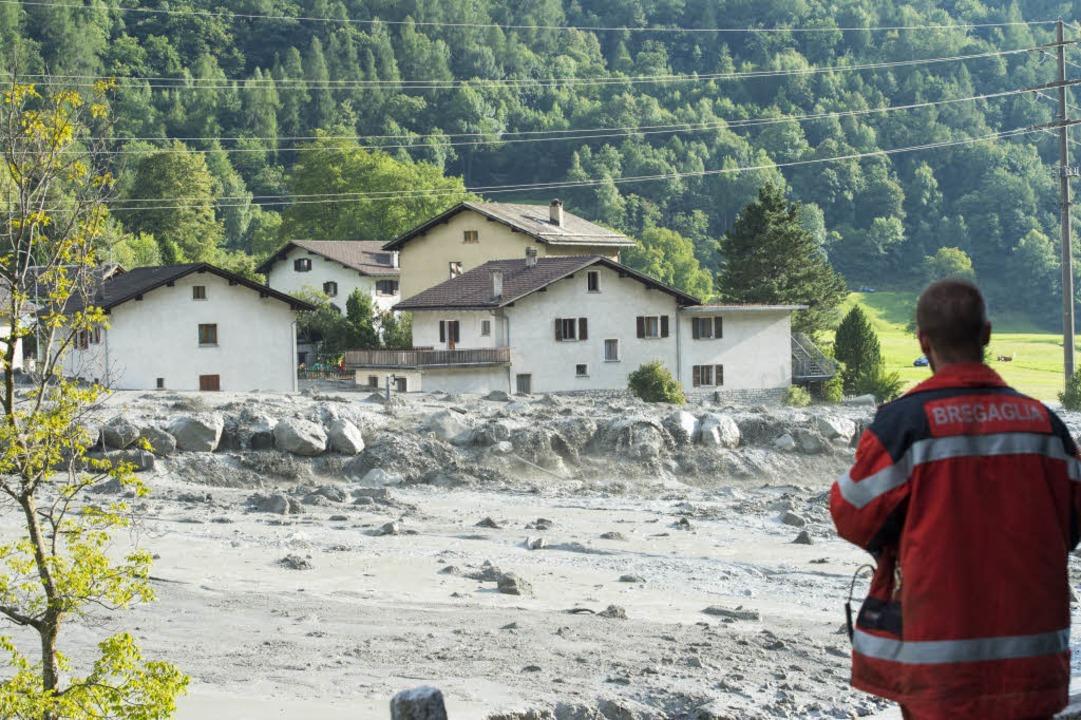 Schlamm- und Gesteinsmassen kamen im Dorf Bondo zum Stehen.    Foto: dpa