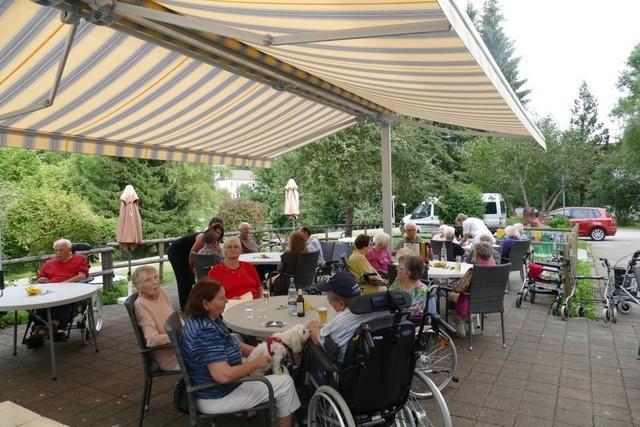 16 Uhr im Altenheim:Vorfreude auf den Grillabend
