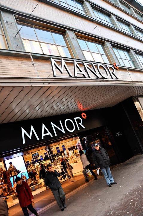 Der Warenhauskonzern Manor reagiert mi...au auf das veränderte Konsumverhalten.  | Foto: Daniel Gramespacher