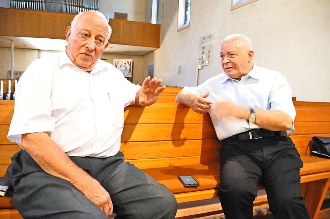 Hans-Joachim Demuth (links) und Franz Leppert über Grenzwanderungen in Zell  | Foto: Nicolai Kapitz