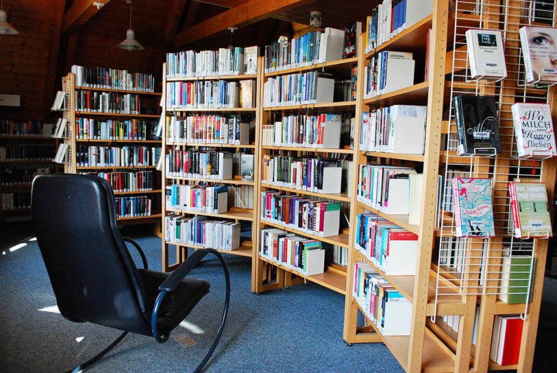 So muss das Paradies für Leseratten au...er Sitzplatz und Unmengen von Büchern.  | Foto: Sylvia-Karina Jahn