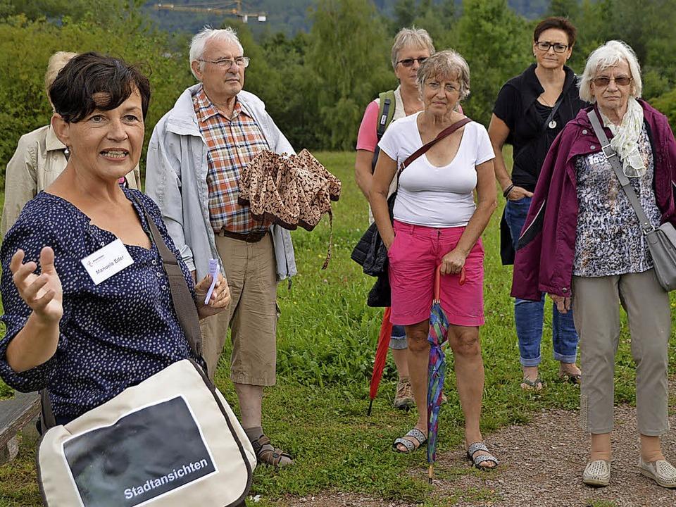 Stadtführerin Manuela Eder erläuterte ...euere Entwicklung in der Metzgergrube.    Foto: Horatio Gollin