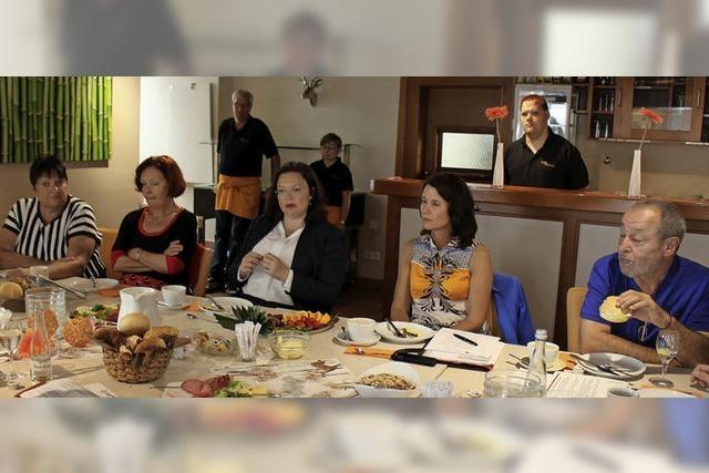 Bundesarbeitsministerin besucht das Café Zwischen