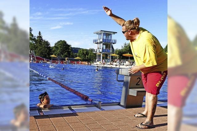 Leben retten und Schwimmen lehren