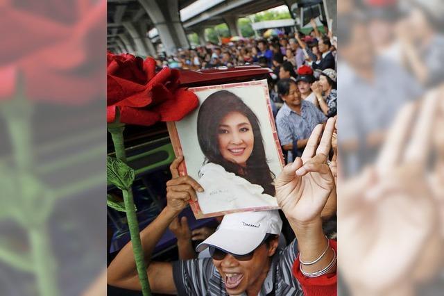 Thailands Militärs lässt Ex-Premierministerin ins Ausland bringen