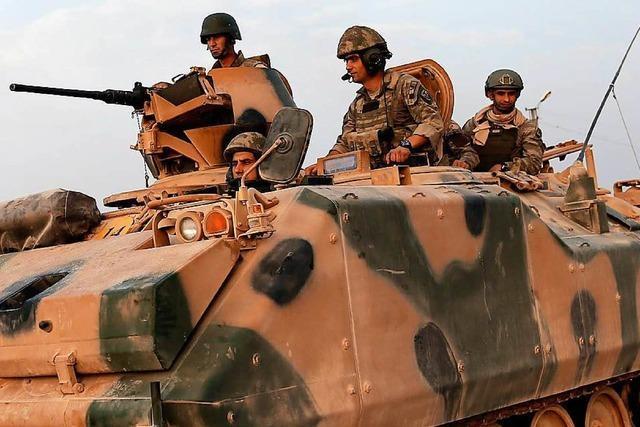 Erdogan schickt Panzer an die syrische Grenze