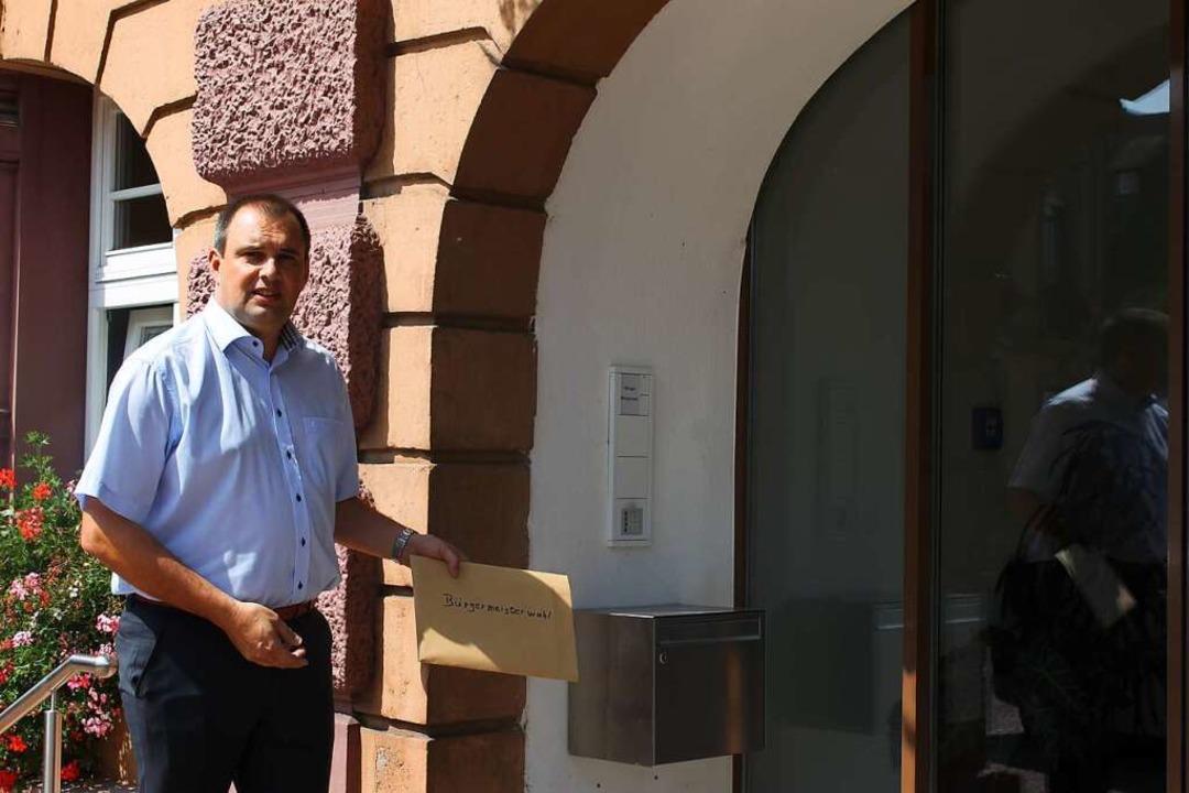 Bernd Dosch hat am Donnerstag seine Be...ermeisters in Herbolzheim eingeworfen.  | Foto: Privat