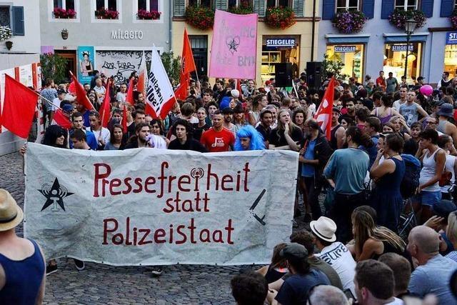 Demonstration gegen das Verbot der linken Internetseite