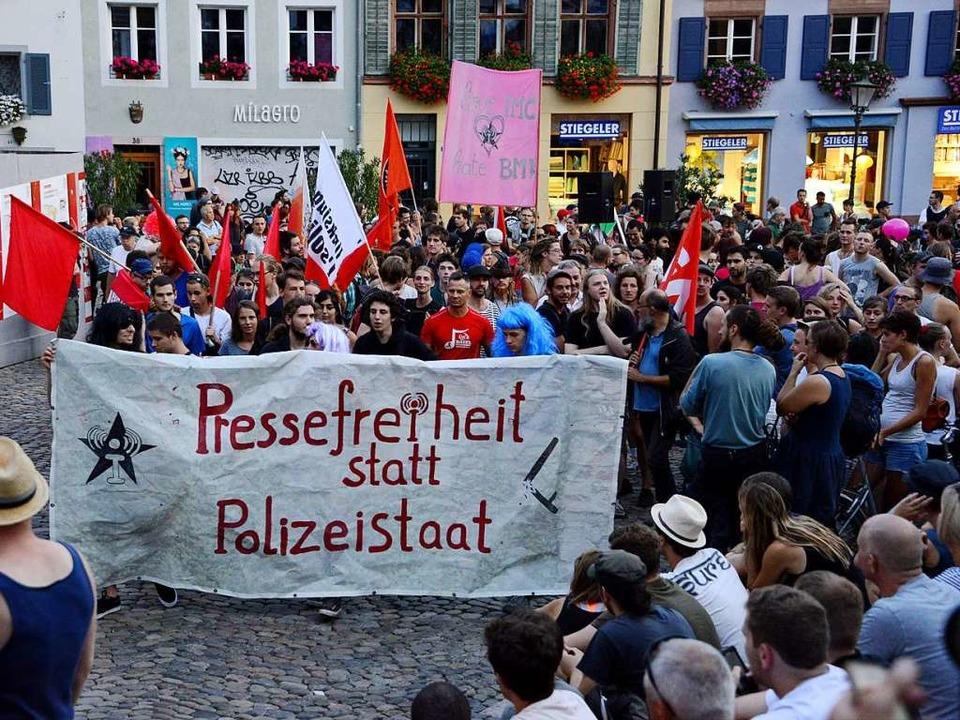Die Demo gegen das Verbot einer linken...eite startete auf dem Augustinerplatz.  | Foto: Rita Eggstein