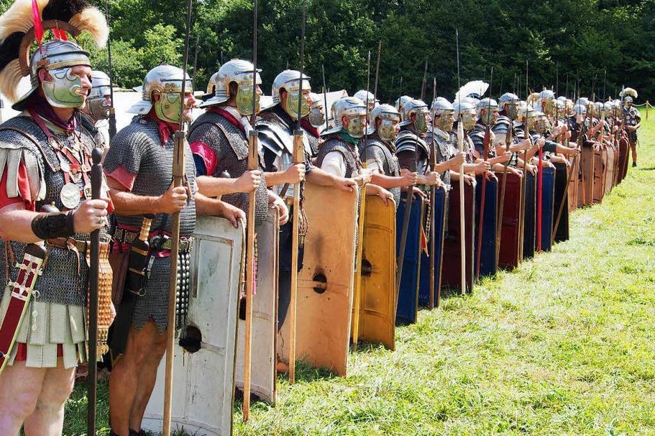 Alle Wege führen nach Augusta Raurica: Das Römerfest lockte am Wochenende wieder scharenweise Fans des alten Rom in den Kanton Baselland. (Foto: Boris Burkhardt)